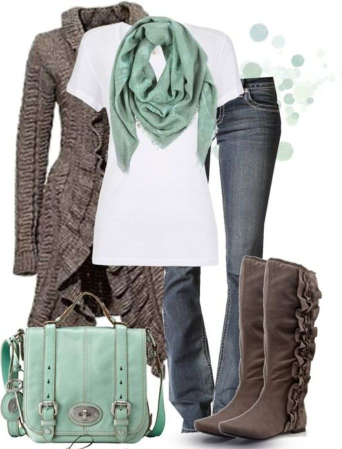 Fashion Ideas for Women Over 40 With Sweater and Boots