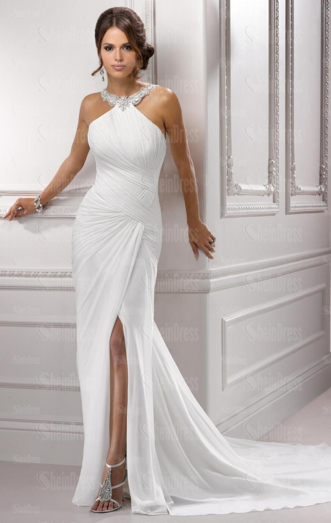 Shopping for a wedding dress on a budget? Find cheap wedding dresses under $ dollars in beautiful simple designs to glamorous gowns, at David's Bridal!