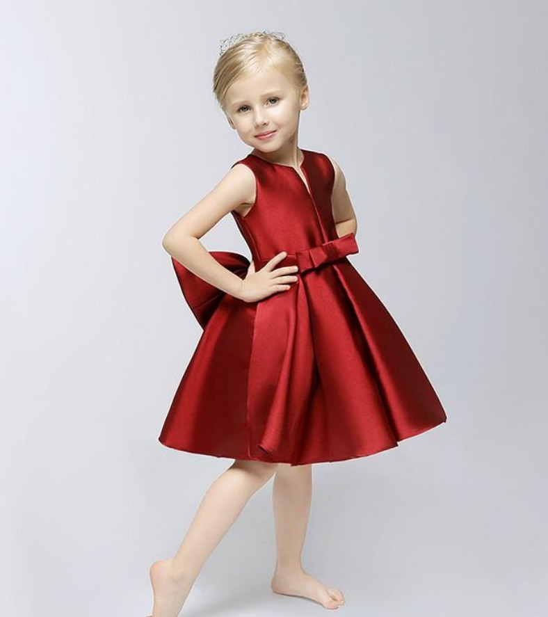 Girls Christmas & Holiday Dresses Shop our exclusive collection of stunning designer girl Christmas dresses that are perfect for the fanciest holiday festivities! Our huge selection includes trendy dresses & outfits for every occasion, from party wear to casual family dinners or formal school events, in all sizes.