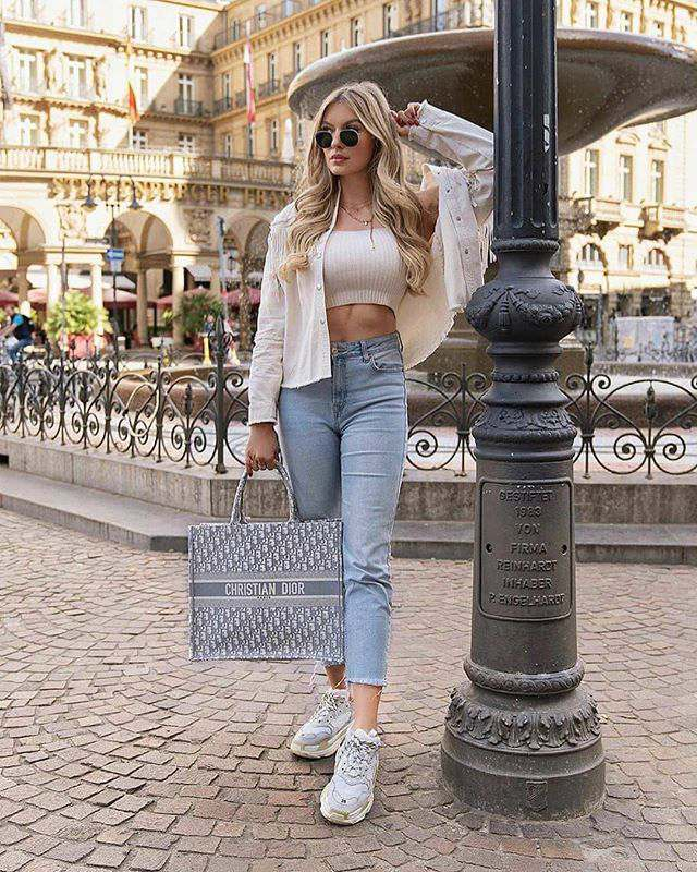 simple winter outfit ideas for women with jeans